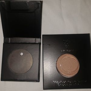 Pressed shadow with single refillable compact